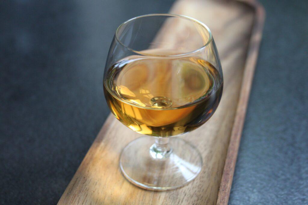 Bøge likør lavet på bøge blade og gin