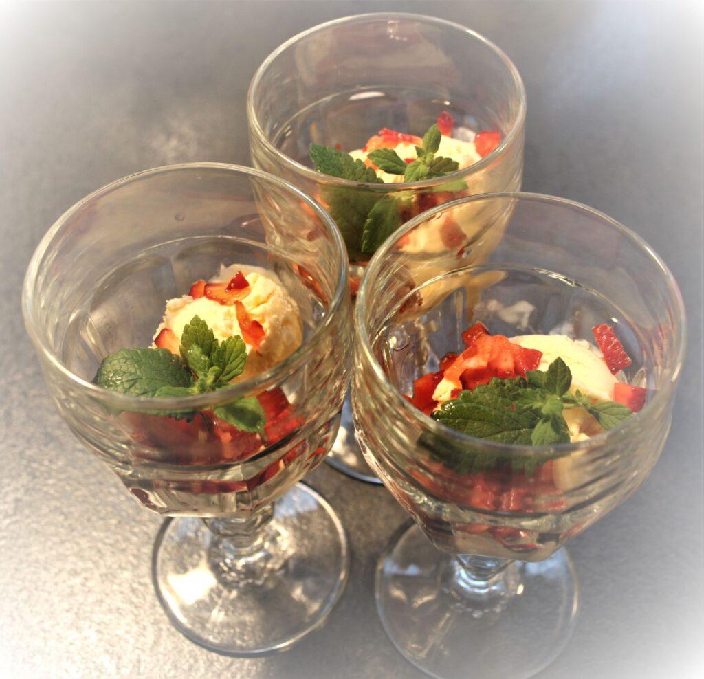 Hyldeblomst/jordbær is